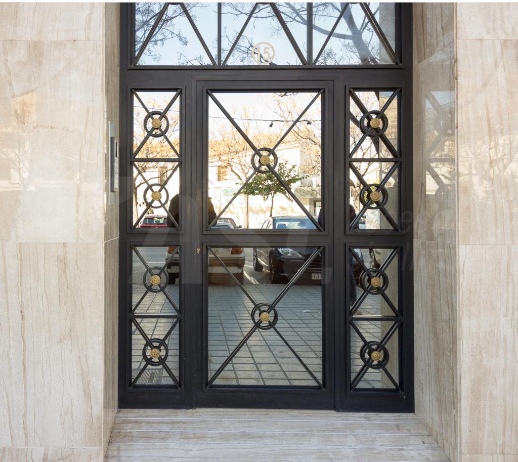Puerta de zaguan de hierro
